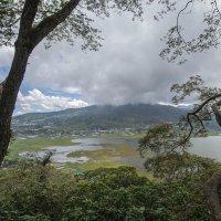 одно из четырёх озёр Бали :: Александр