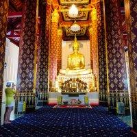В тайском храме. :: Rafael