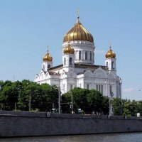Вид на храм с Москвы-реки :: Михаил Андреев
