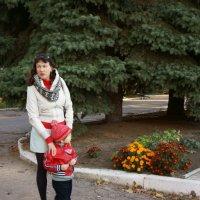 Крест-накрест (Портрет Юлии с Львом в мужском монастыре) :: Юрий А. Денисов