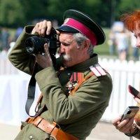 Да, белый офицер и с современным фотиком :: Олег Лукьянов