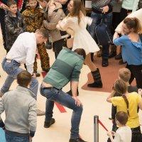 Борьба нанайских мальчиков с нанайскими девочками :: Павел Савин