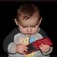 На какую же кнопочку папа нажимал? :: Анатолий Ливцов
