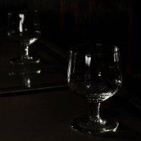 В зеркалах отражаются блеск и изящество линий? :: Ирина Данилова
