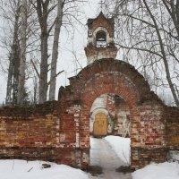 Реконьский монастырь. Вход к Покровской церкви :: Елена Павлова (Смолова)
