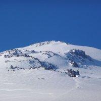 Скалы Ленца (4600-4800 м от уровня моря) на северном склоне восточной вершины г. Эльбрус :: Vladimir 070549