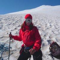 Покорительница горных вершин на ледниках Эльбруса. Высота около 4000 м. над уровнем моря. :: Vladimir 070549