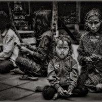 В ч/б варианте...Блеск и нищета Камбоджи!!! :: Александр Вивчарик