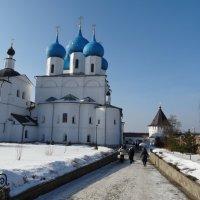 По дорожкам монастыря :: Светлана Лысенко