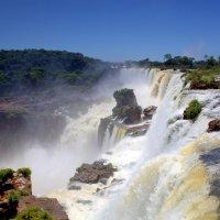 Водопад Игуасу с Аргентинской стороны :: Геннадий Мельников