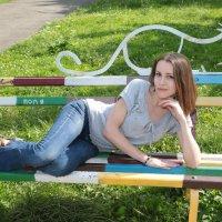 Девушка на скамейке-15. :: Руслан Грицунь