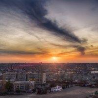 Закат над городом :: Александр Афромеев