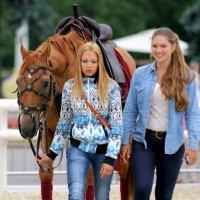 девушки и конь :: Олег Лукьянов