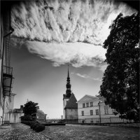 Дворик старого Таллина :: Ирина Лепнёва