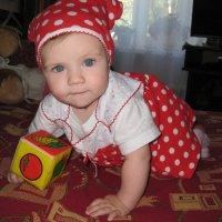 Ах,этот красный сарафанчик! :: Юлия Тюняева