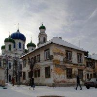 Храм и дом :: Людмила Якимова