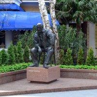 Ялта-Памятник Ю.Семёнову :: Александр Костьянов
