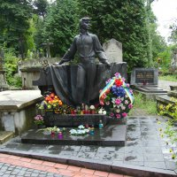 Могила  Владимира  Ивасюка  в  Львове :: Андрей  Васильевич Коляскин