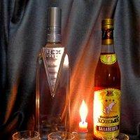 В компании со свечой... :: Сергей Карачин