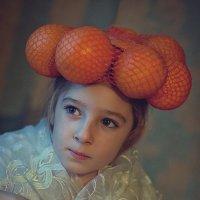 Алина в апельсинах. :: Татьяна Айги