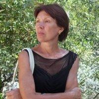 Женский портрет на фоне красивого куста :: Владимир Ростовский