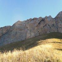 В горах, у скальной стены :: Сергей Анатольевич