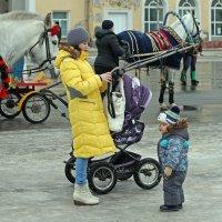 Северодвинск. Масленица. Сфотографирую сыночка :: Владимир Шибинский