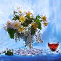 Плывет и манит аромат цветов... :: Валентина Колова
