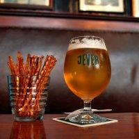 """Пиво """"Jever"""" (Германия) в пивном баре """"Buthmann"""" (осн. в 1697 г.) в Любеке, Герм :: Денис Кораблёв"""