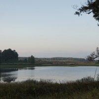 Озеро Маленец, на берегу которого возвышается «Холм лесистый» :: Елена Павлова (Смолова)