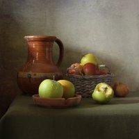 Классический натюрморт с яблоками :: Татьяна Карачкова
