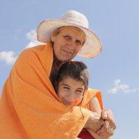 Бабушка с внучкой. :: Наталья
