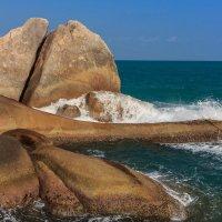 Камень VS вода :: Ирина Буланова
