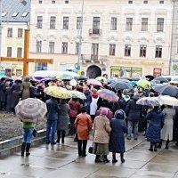 Чернівчани пройшли центром міста Хресною дорогою :: Степан Карачко