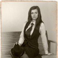 Портрет девушки на скамейке :: Борис Борисенко