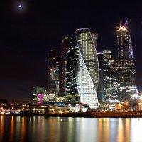 ночь, луна, город :: Юлия Меликян
