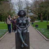 Сидящая дама :: Witalij Loewin