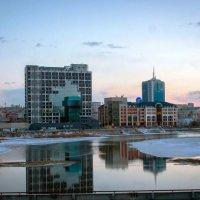Набережная реки Миасс. Вид на Newton и Павловский бизнес-центры. :: Надежда