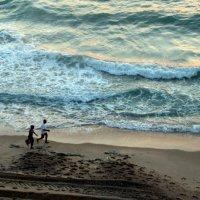 Пробежка вдоль моря :: Герович Лилия