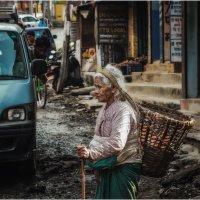 Улочками Катманду...столица Непала. :: Александр Вивчарик