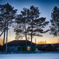 Домик в деревне на закате. Март :: Константин Филякин