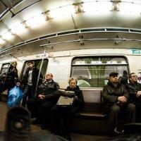 Она читает в метро Набокова :: Ирина Данилова