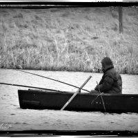 Рыбак на Городищенском озере. :: Fededuard Винтанюк