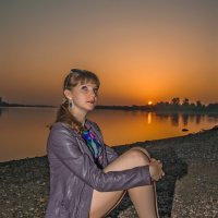 Девушка на камне :: Евгений Кузьминов
