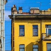 Контрасты города :: Василий Клементьев