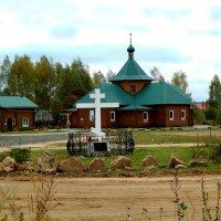 Церковь у дороги. :: Александр