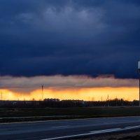 Необычный закат в последний день марта.     (Шумилино 31.03.2015) :: Анатолий Клепешнёв