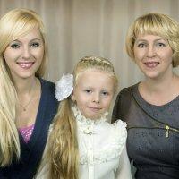 Две мамы,две дочери,внучка и бабушка :: Oleg Akulinushkin