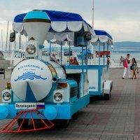 Прогулочный паровозик на набережной в г.Геленджик :: Алексей Агалаков