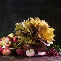 Осенние яблоки :: Михаил Родионов